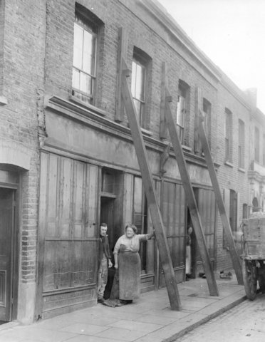 A two up-two down house in Bidder Street, Canning Town, 1924.