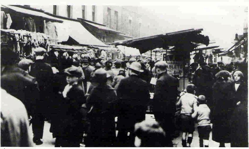 Rathbone Street market in 1925